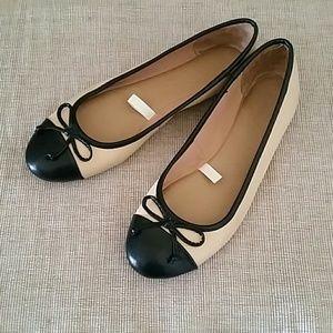 Black and cream cap toe bow ballet flats 8.5